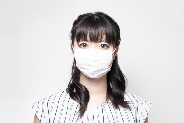 マスクを付けた女性の写真