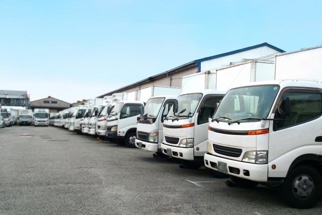 運送会社の駐車場の写真