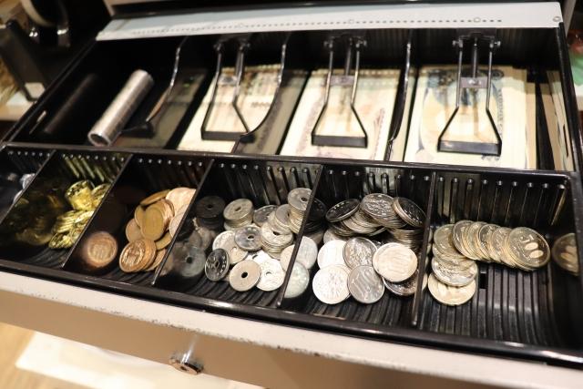 レジに入ったお金の写真