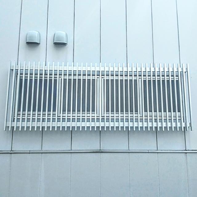 鉄格子のついた窓の写真