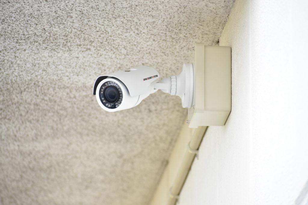 企業に設置された防犯カメラの写真