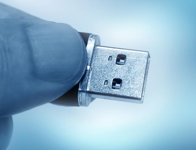 USBで情報が抜き取られる写真